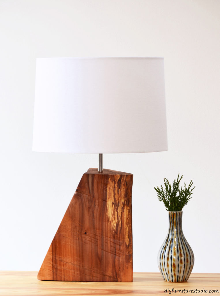DIY rustic natural wood table lamp tutorial.